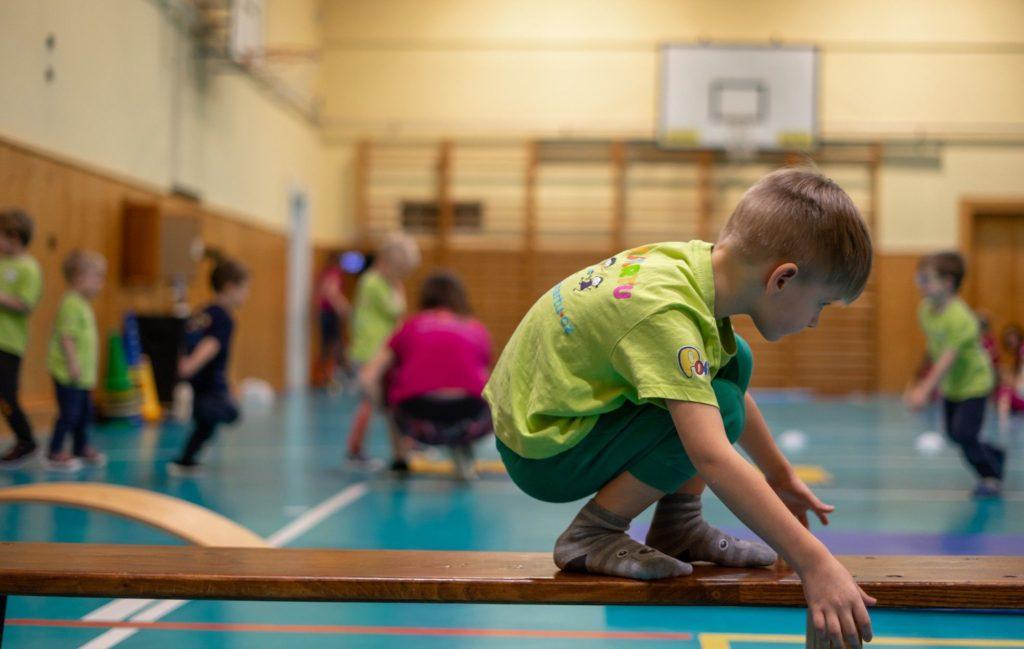 Děti nastartu cvičí nalavičce